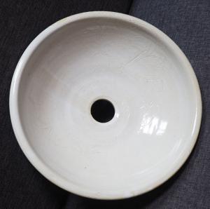 Photo Vasque Dentelle blanche. Grés émaillé.
