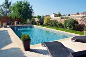 carr bleu design piscines concessionnaire allonnes au salon batiexpo le mans. Black Bedroom Furniture Sets. Home Design Ideas