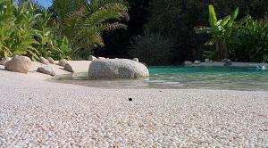 Photo Tour de piscine en granulats de marbre