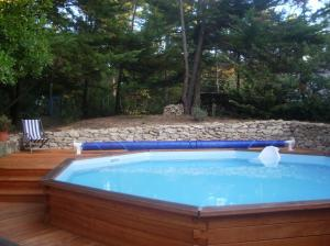 Construction piscine bois catalogue batiexpo for Construction piscine 91
